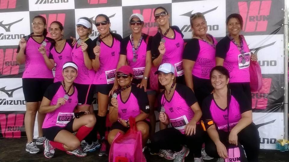 Grupo de Três Rios participando da corrida Wrun neste domingo (27) em Copacabana