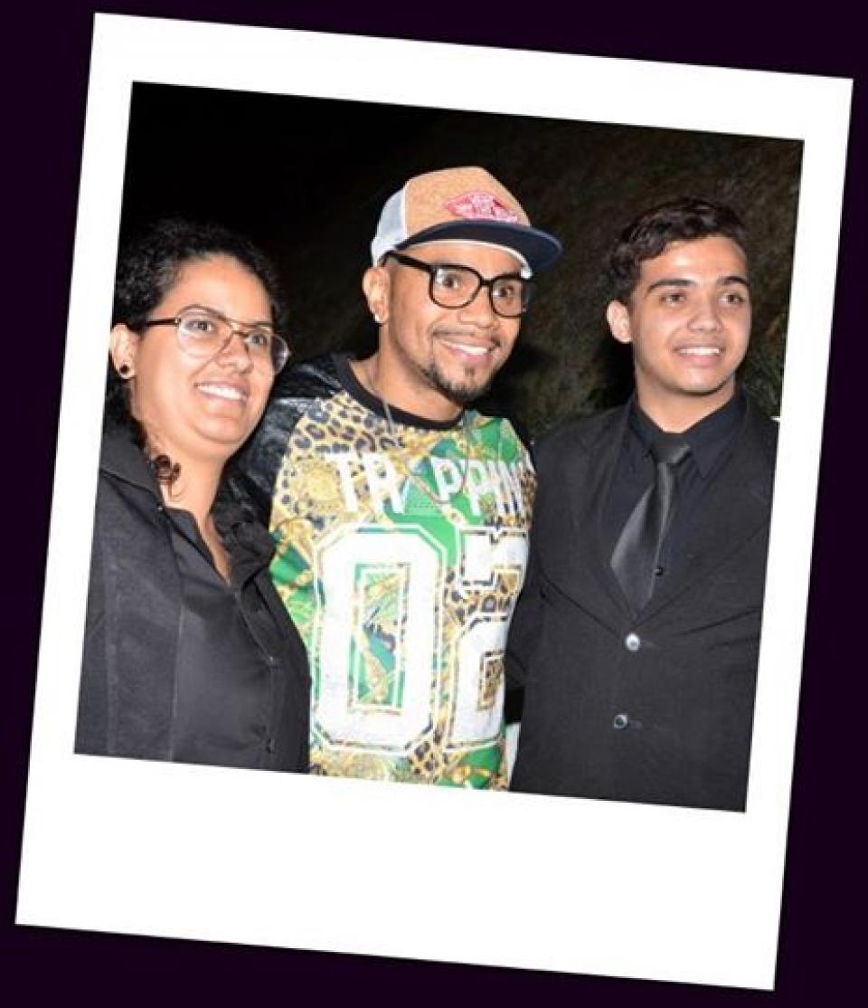 """Marcelle Rocha tirando onda em  festa vipésima sábado pp (14), ao lado do do """"guest star"""", NALDO BENY."""